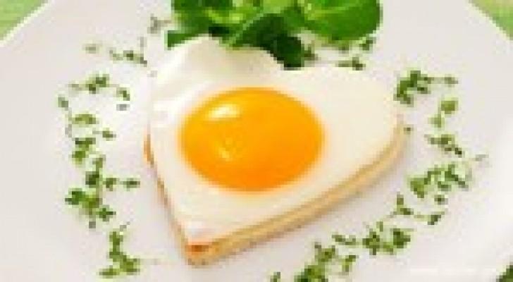 """تناول البيض """"ليس خطرا"""" على الصحة !"""