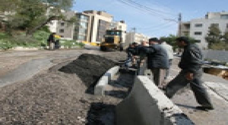 الأمانة تتخذ إجراءات وقائية لمنع انهيار شارع محاذ لحفرية بناء في عبدون