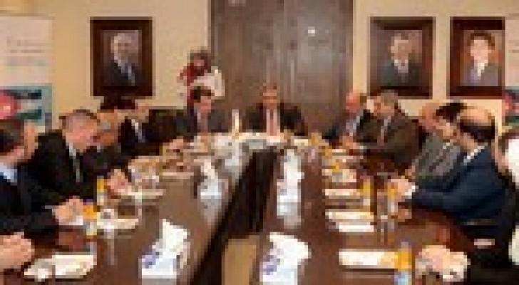 اتفاقية بين مؤسسة التمويل الدولية ووزارة الاتصالات وجامعات لتحسين مهارات خريجي  قطاع الاتصالات