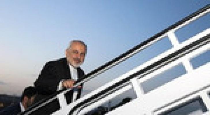 وزير خارجية إيران يصل إلى العراق لبحث الأوضاع الأمنية بالمنطقة