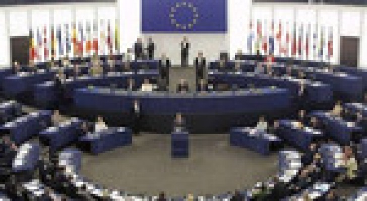 الاتحاد الأوروبي يهدد بفرض عقوبات جديدة على روسيا
