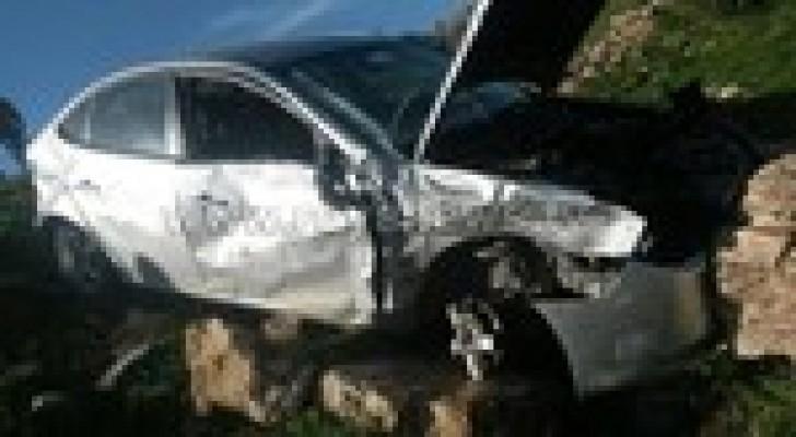6 اصابات في حادث تصادم بإربد .. صور