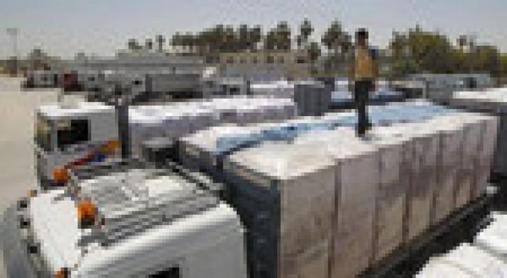 600 شاحنة تدخل قطاع غزة وتوزيع مواد بناء لمتضرري العدوان