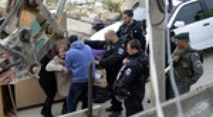 إسرائيل تخطر مدرسة فلسطينية ومنزلين بالهدم جنوبي الضفة الغربية