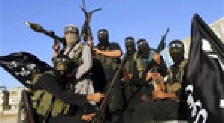 عصابات داعش تتخذ مواقع دفاعية تحسباً لهجوم بري في الموصل