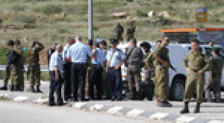 الاحتلال يغلق حاجز حوارة ومئات المركبات عالقة في المكان