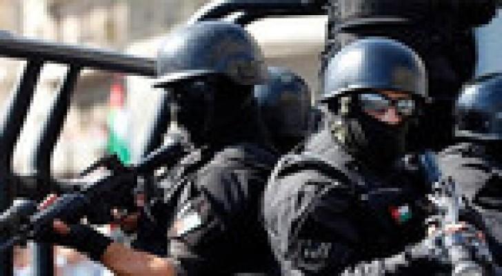 اصابة ضابط اثناء القاء القبض على مطلوب بقضايا سرقات