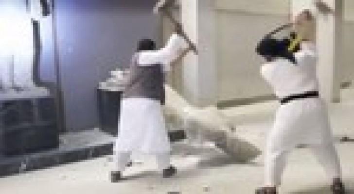 العبادي يتعهد بمنع داعش من تهريب الآثار