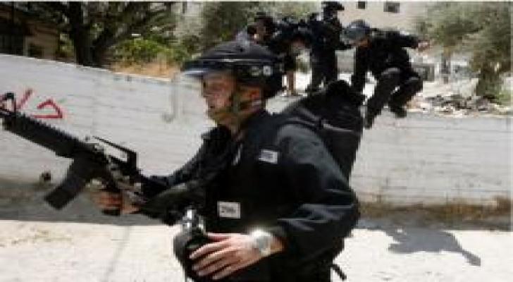 الاحتلال يعتدي على 4 مقدسيين ويعتقلهم