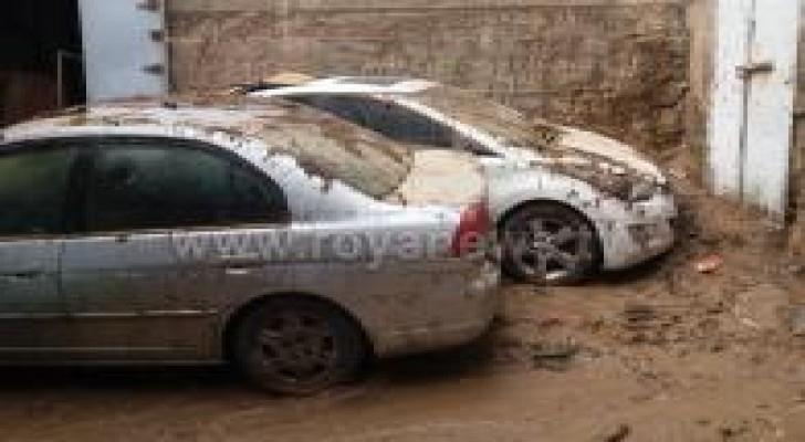 مطالب بتعويض خسائر أصحاب المركبات نتيجة السيول.. صور