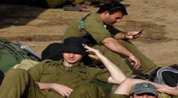 الاحتلال يمنع جنوده بالضفة من استخدام الخلوي