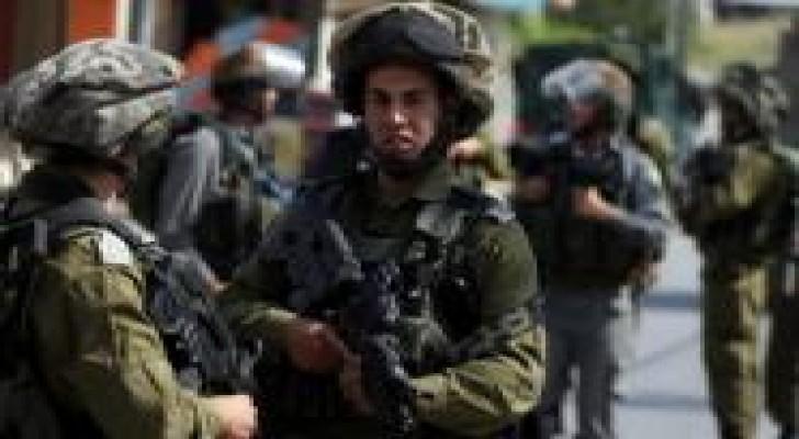3 إصابات بالرصاص الحي في اقتحام واسع لمخيم قلنديا