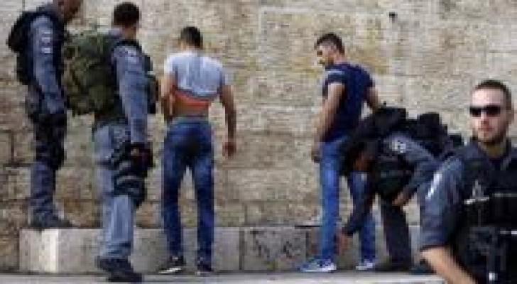 """تحضيرات إسرائيلية لإقرار قانون """"التفتيش الجسدي"""" ضد الفلسطينيين"""
