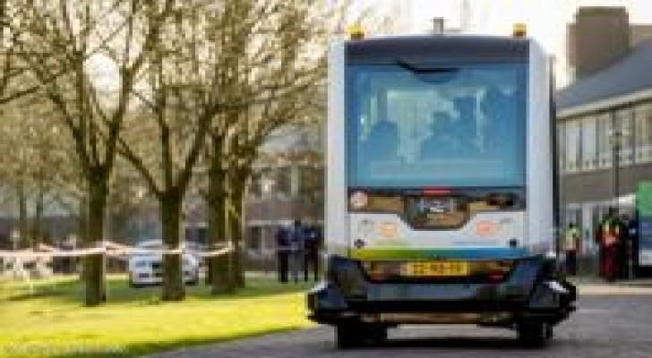 """هولندا تختبر أول حافلة صغيرة """"بدون سائق"""""""