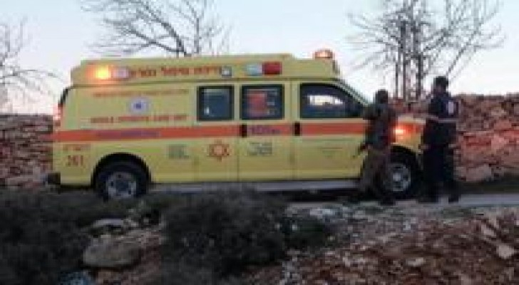 إصابة مستوطن بعملية طعن جنوب الضفة وانسحاب المنفذ