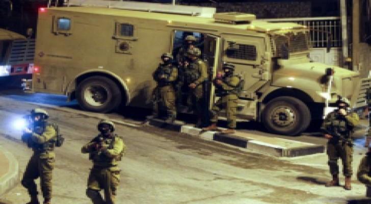 الاحتلال يعتقل 3 مواطنين بالضفة الغربية