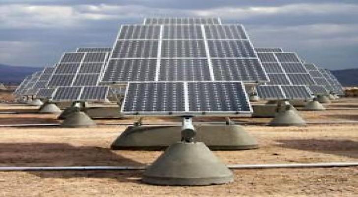 """""""الطاقة"""" تمول انارة منازل جيوب الفقر بالخلايا الشمسية"""