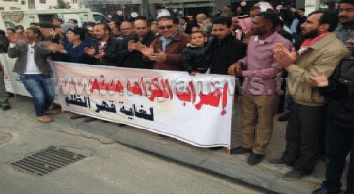 عمال شركة الاسمنت الابيض يواصلون اعتصامهم لليوم 13