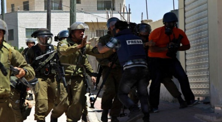 إصابة ثلاثة صحفيين فلسطينيين على يد الاحتلال غرب رام الله
