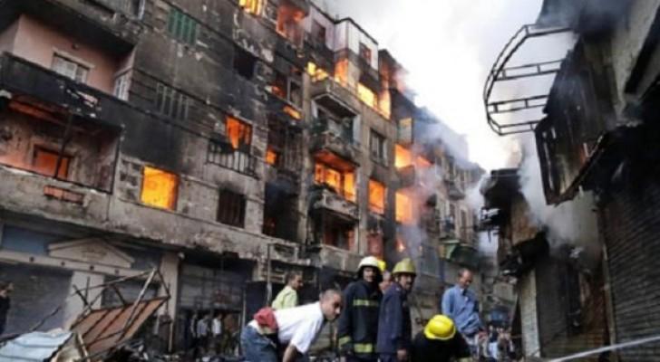 اشتعلت النيران في نحو 250 متجرا خاصا وعددا من البنايات السكنية بمنطقة العتبة بوسط القاهرة قبل أيام من حريق المحافظة