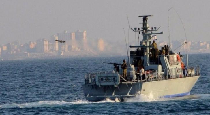 الاحتلال يعتقل صيادين ويصادر قاربهما في بحر شمال قطاع غزة