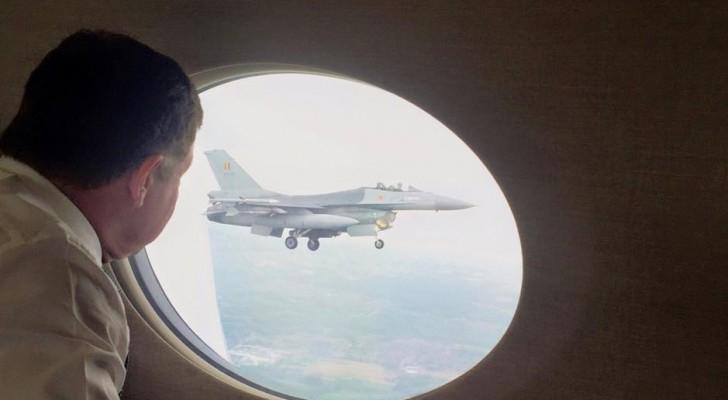 طائرات سلاح الجو البلجيكي تستقبل جلالة الملك عبدالله الثاني .. صورة