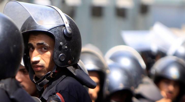 التحقيق مع أفراد من الشرطة المصرية لاتهامهم بضرب مواطن حتى الموت