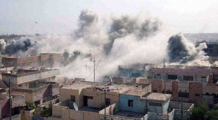 دخان يتصاعد خلال اشتباكات بالقرب من الفلوجة بالعراق يوم 25 مايو ايار 2016