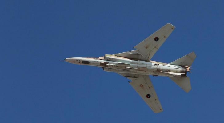 """الطائرات الحربية تشارك في معركة """"تطهير"""" بنغازي"""