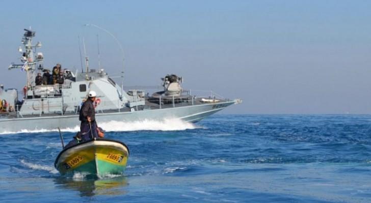 الاحتلال يعتقل عشرة صيادين قبالة شاطئ غزة