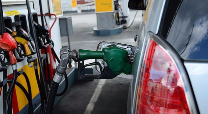 الحكومة تضيف 25 فلسا على لتر البنزين والسولار والكاز