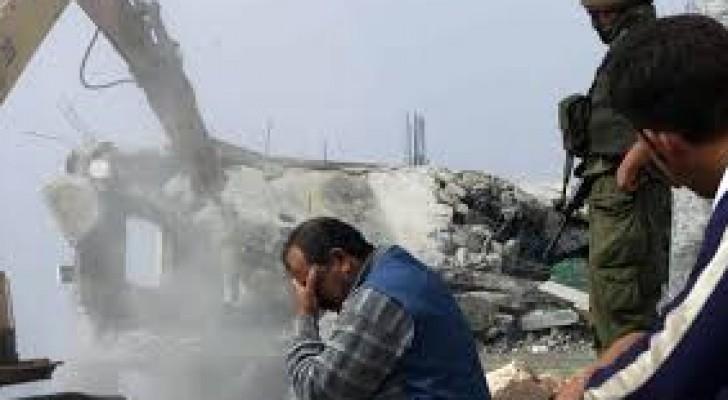 هدم منزلين يعودان لفلسطينيين نفذا هجوما بالسكين
