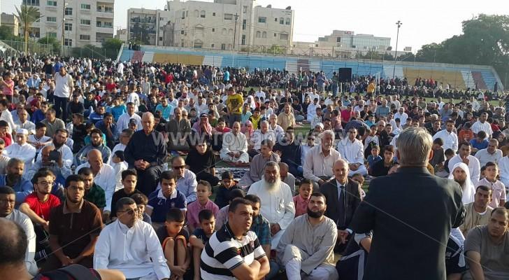 بالصور .. الأردنيون يؤدون صلاة وخطبة العيد