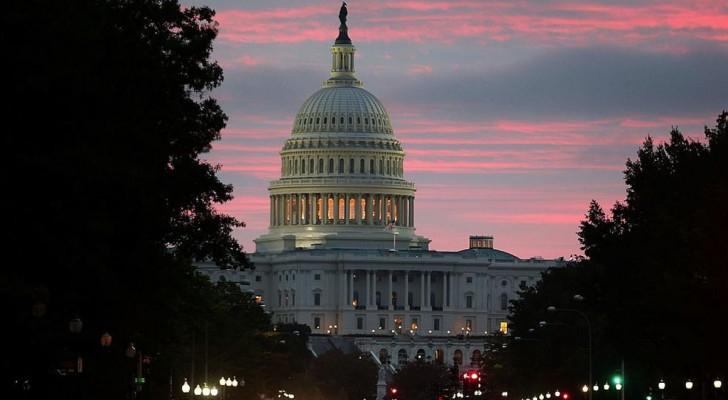 """إعادة فتح مبنى الكونغرس بعد """"إغلاق أمني"""""""