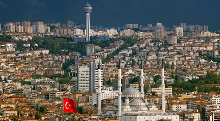 السيطرة على حريق في مبنى بالعاصمة التركية أنقرة