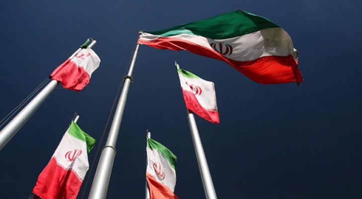إيران تحدد سقفًا للرواتب لإنهاء فضيحة طالت حكومتها