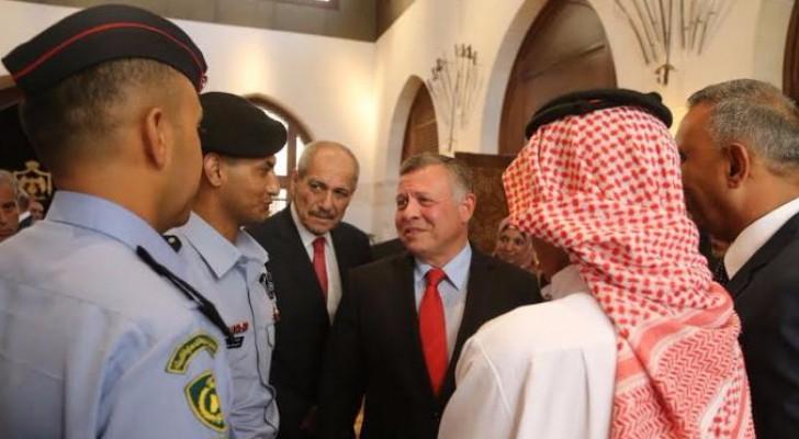 """بالصور: الملك ينعم على """" العدوان """" بوسام الشجاعة والانقاذ"""