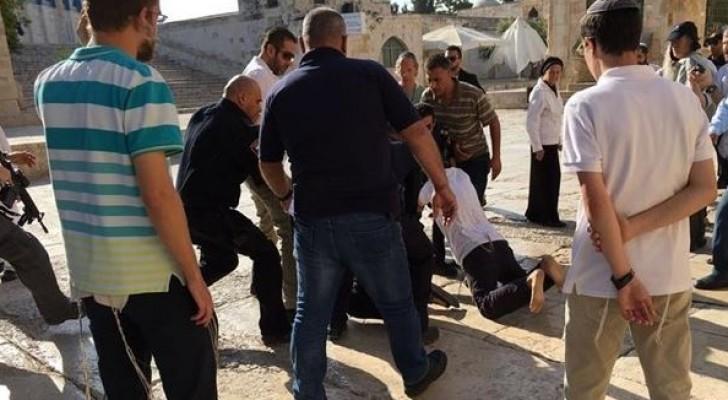 مستوطنون يقتحمون الاقصى واعتقال 4 من لجنة الاعمار