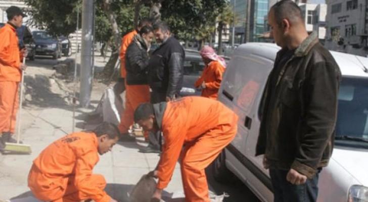 200 عامل وطن في حملة بيئية على مداخل عمان
