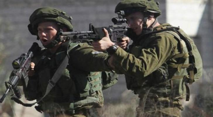 """هأرتس: الجيش يستهدف الفلسطينيين بـ""""ركبهم """" لجعلهم معاقين حركيا"""