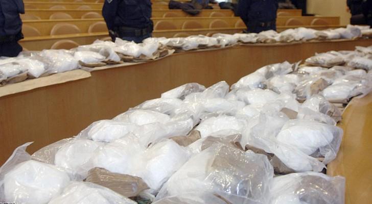 العثور على 370 كيلو من الكوكايين في شحنة لمصنع مشروبات غازية بفرنسا
