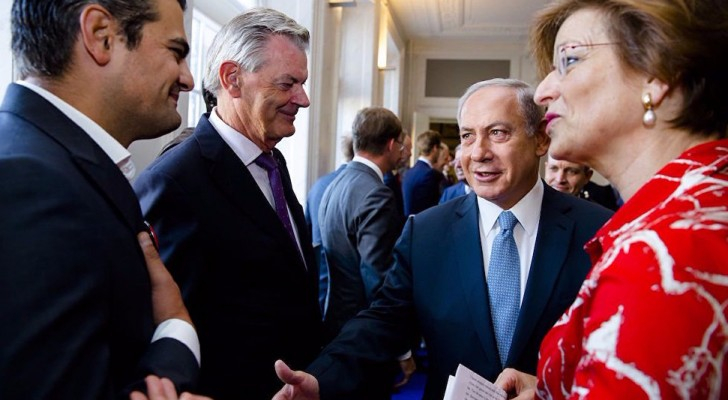 شاهد بالفيديو.. نائب هولندي يرفض مصافحة نتانياهو