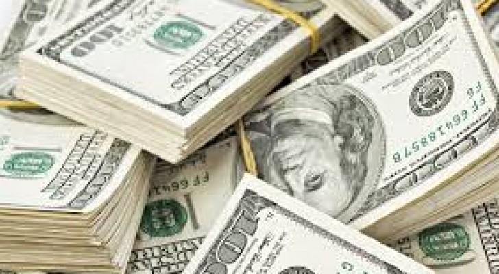 الدولار ينزل من أعلى مستوى في أسبوعين