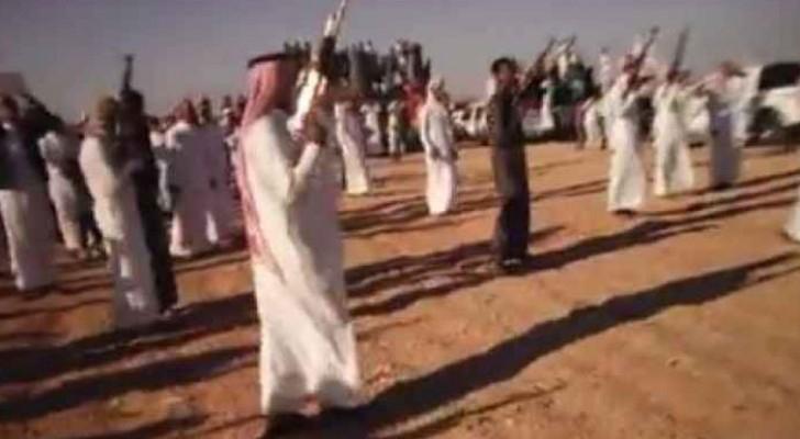 صورة من فيديو يظهر إطلاق نار كثيف في افتتاح مقرات بعض المرشحين