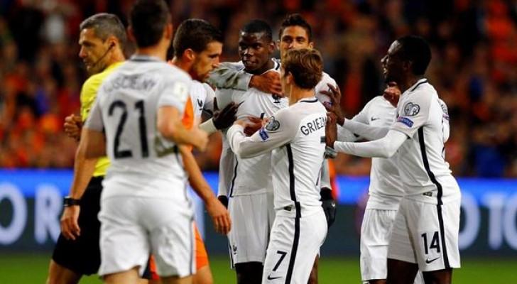 بول بوجبا يحتفل بفوز المنتخب الفرنسي أمام هولندا
