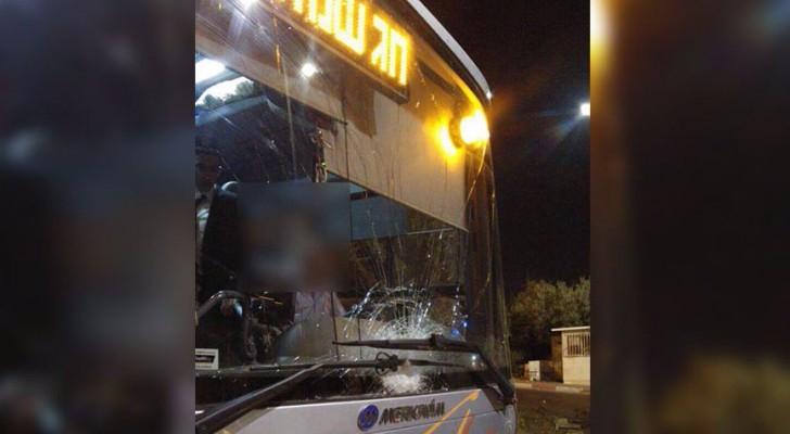 حافلة تابعة للاحتلال الاسرائيلي