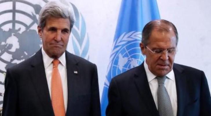 وزير الخارجية الروسي سيرجي لافروف نظيره الأمريكي جون كيري