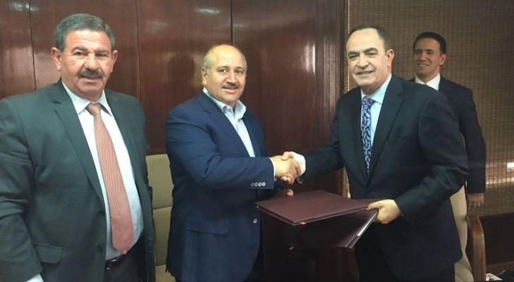 وزير المياه والري يوقع اتفاقيات تزويد البوتاس العربية باحتياجاتها المائية للاعوام الخمس القادمة
