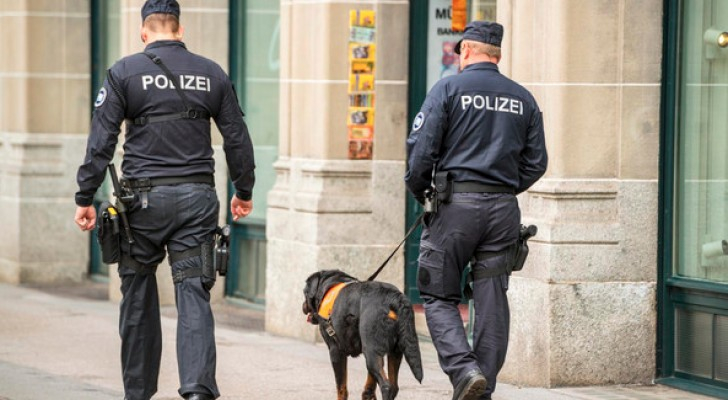 عنصران من الشرطة السويسرية - ارشيفية