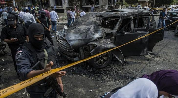 نفذت الجماعتان سلسلة هجمات دامية داخل مصر